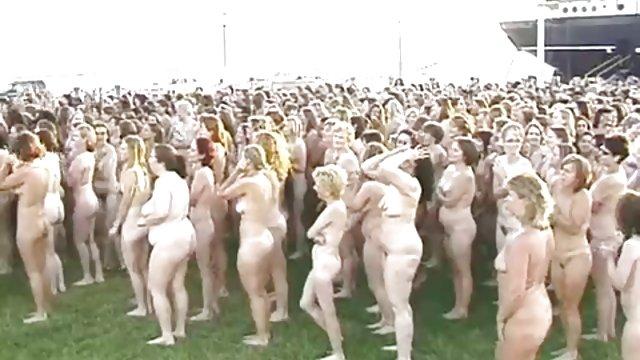 学院成人学习的年轻赤裸裸的性交