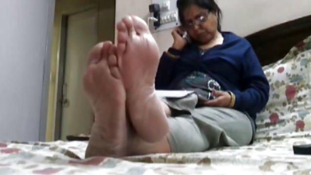 怎么吃猫的教训的视频脚色的排放,从阴道